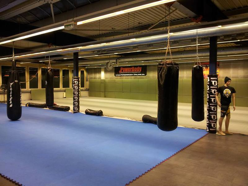 mma bjj kampfsport in stuttgart trainingsraum. Black Bedroom Furniture Sets. Home Design Ideas